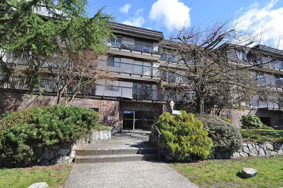 Large One Bedroom In Lower Lonsdale ( 270 West 3rd Street), North Vancouver