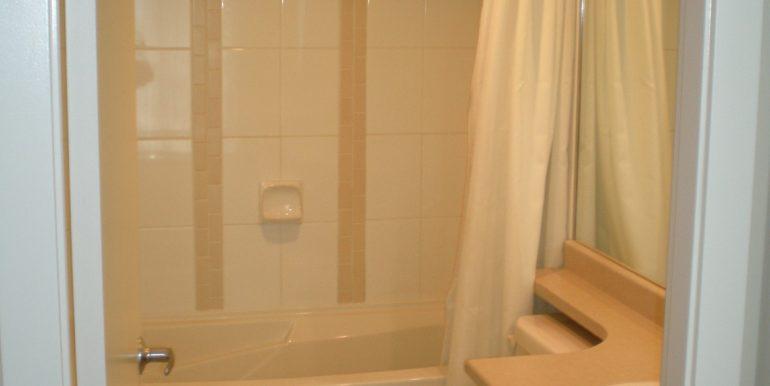 Col7108_2 Bathroom 001