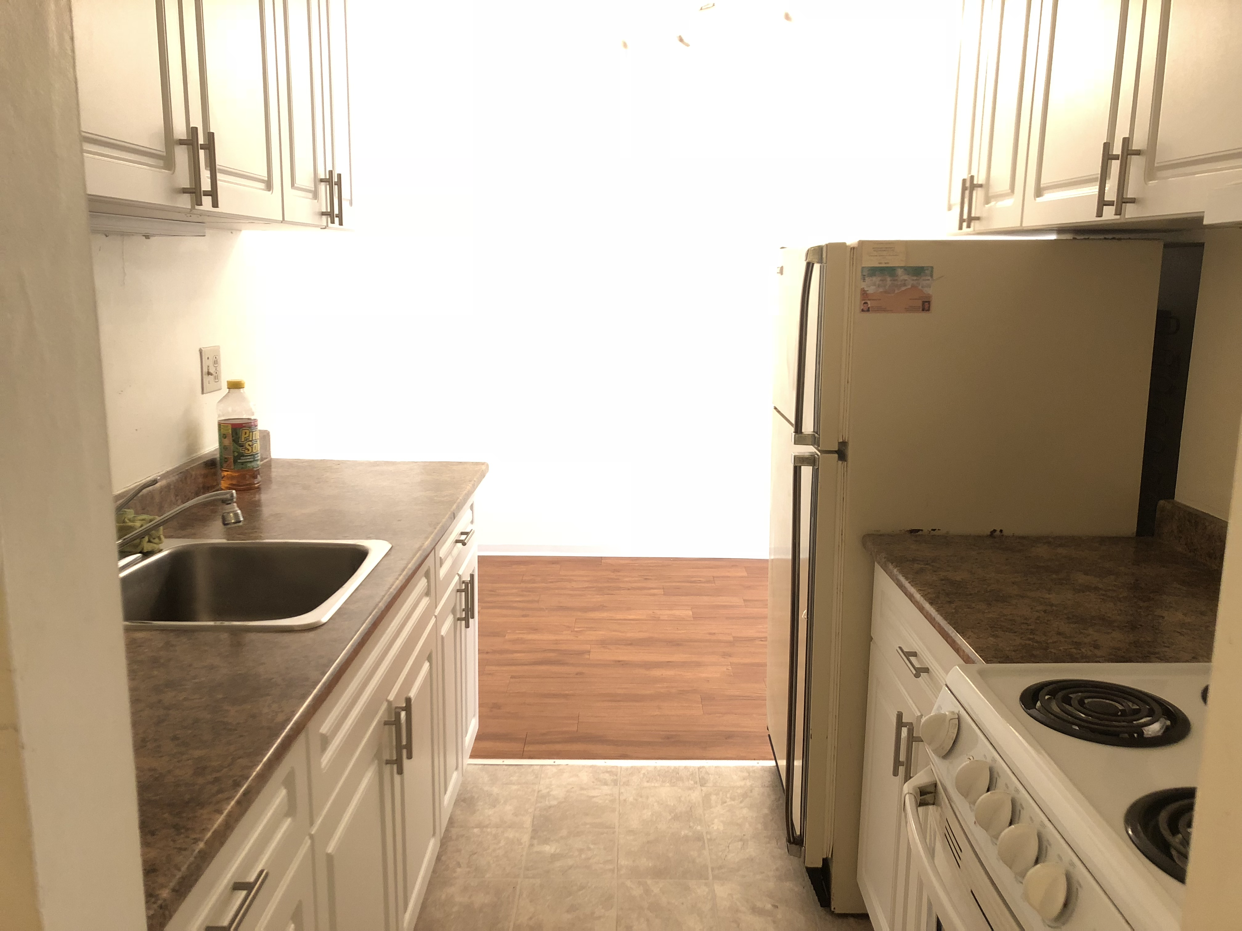 Large Renovated 1 Bed! 5th St E @ Lonsdale Ave