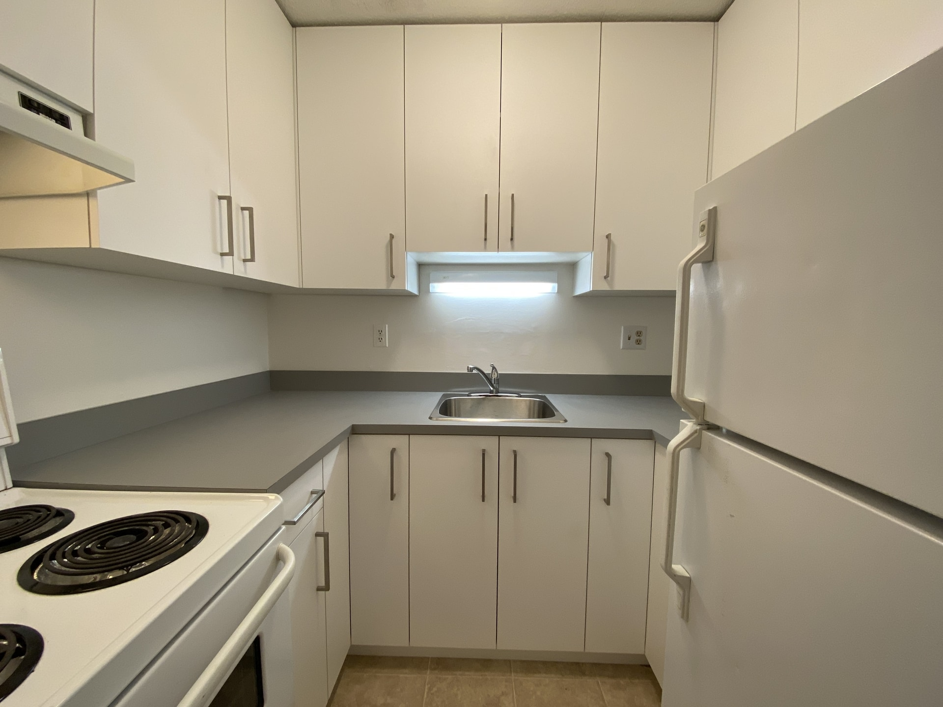 Large Updated 1 Bedroom Apartment! Lower Lonsdale!