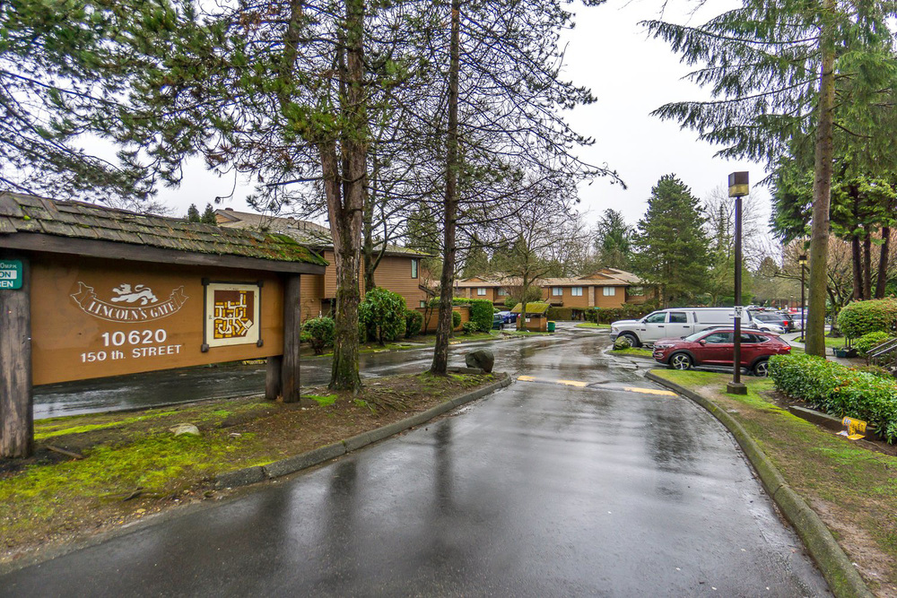 North Surrey 2Bed 2Bath Townhome near Guildford Centre