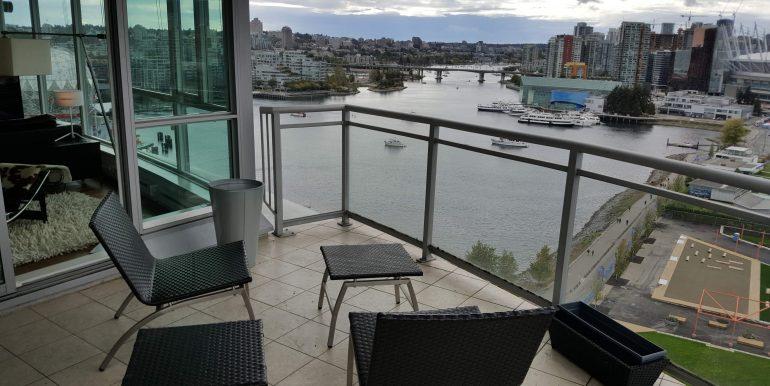 Balcony & Water City Views