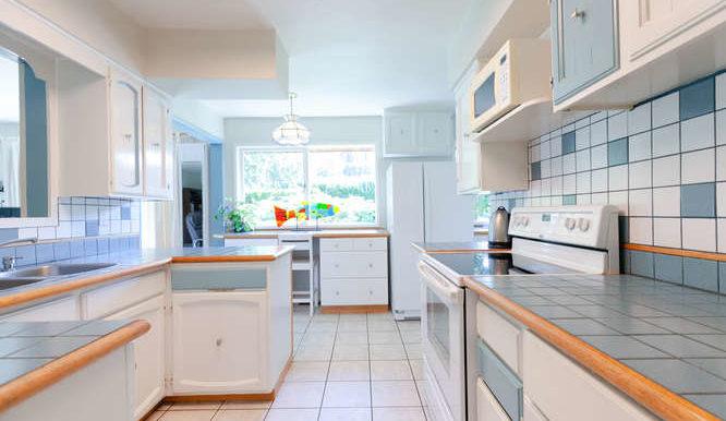 4391 Carolyn Dr North-small-009-11-Kitchen-666x444-72dpi