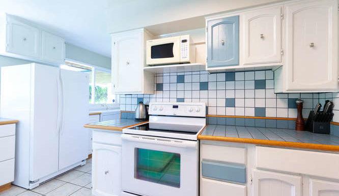 4391 Carolyn Dr North-small-010-19-Kitchen-666x444-72dpi
