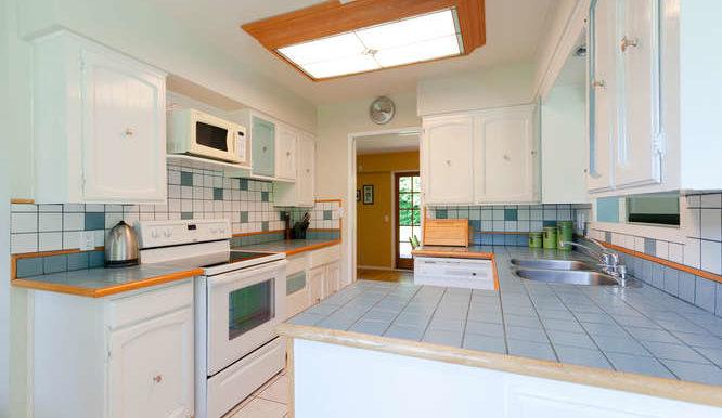4391 Carolyn Dr North-small-011-12-Kitchen-666x444-72dpi