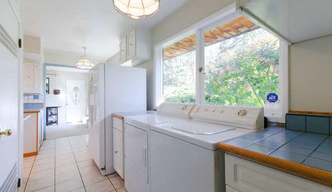 4391 Carolyn Dr North-small-012-7-Kitchen-666x444-72dpi