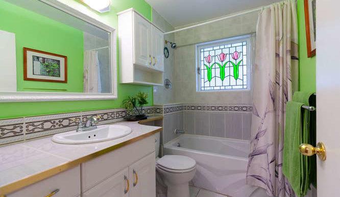 4391 Carolyn Dr North-small-018-10-Bathroom-666x444-72dpi