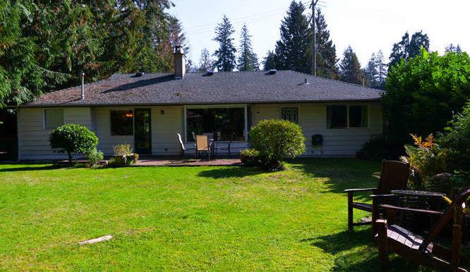 4391 Carolyn Dr North-small-019-16-Yard-666x444-72dpi