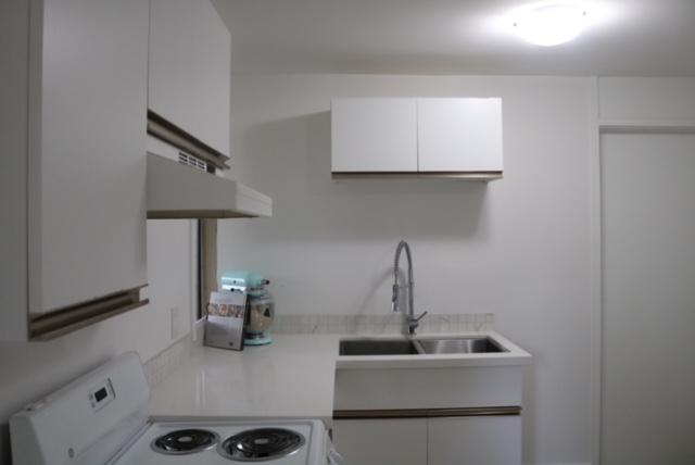 Bright Fresh & Spotless Garden Suite, New Appliances!