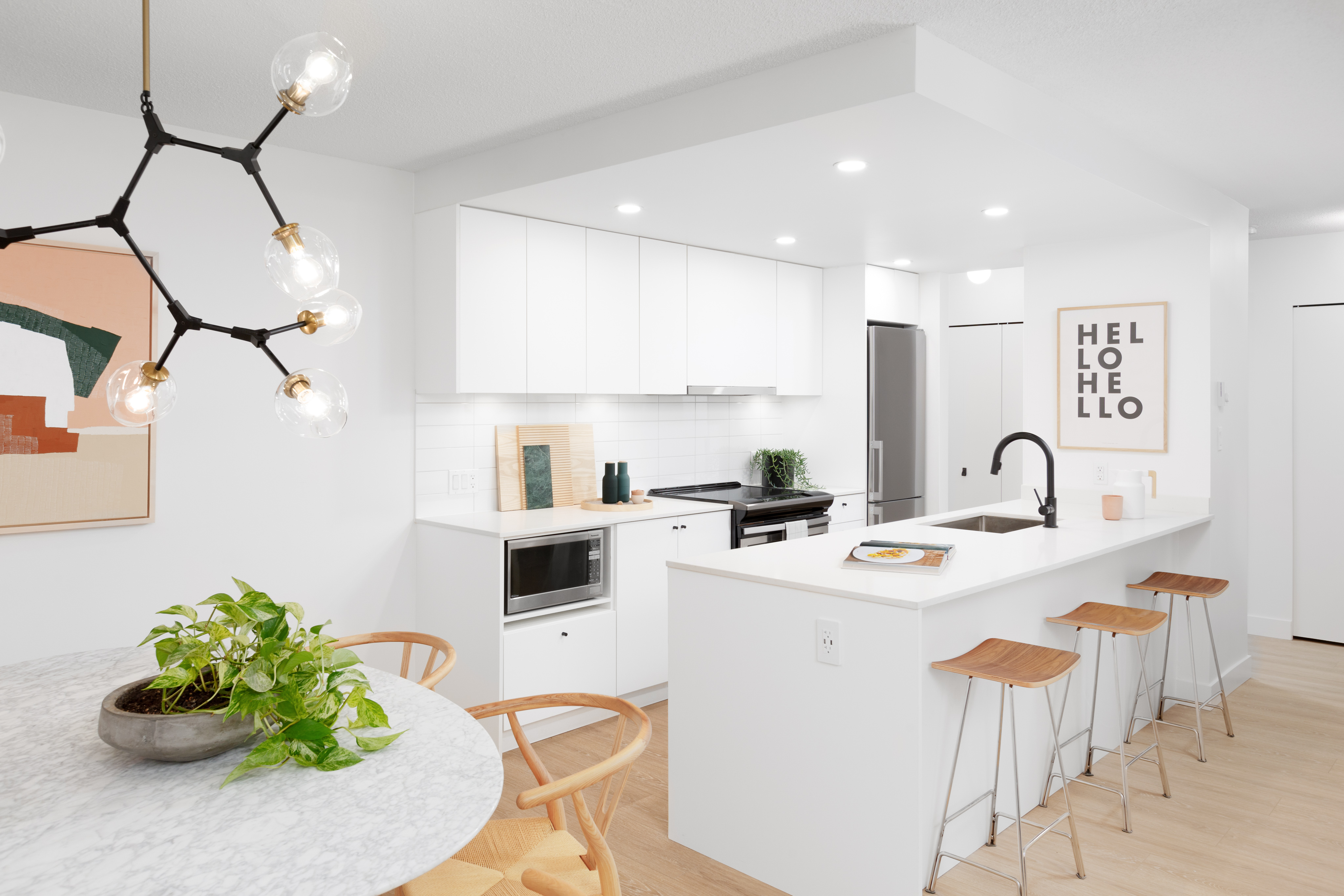 Gus Apartments, Sparkling New 2 Bed on Commercial!