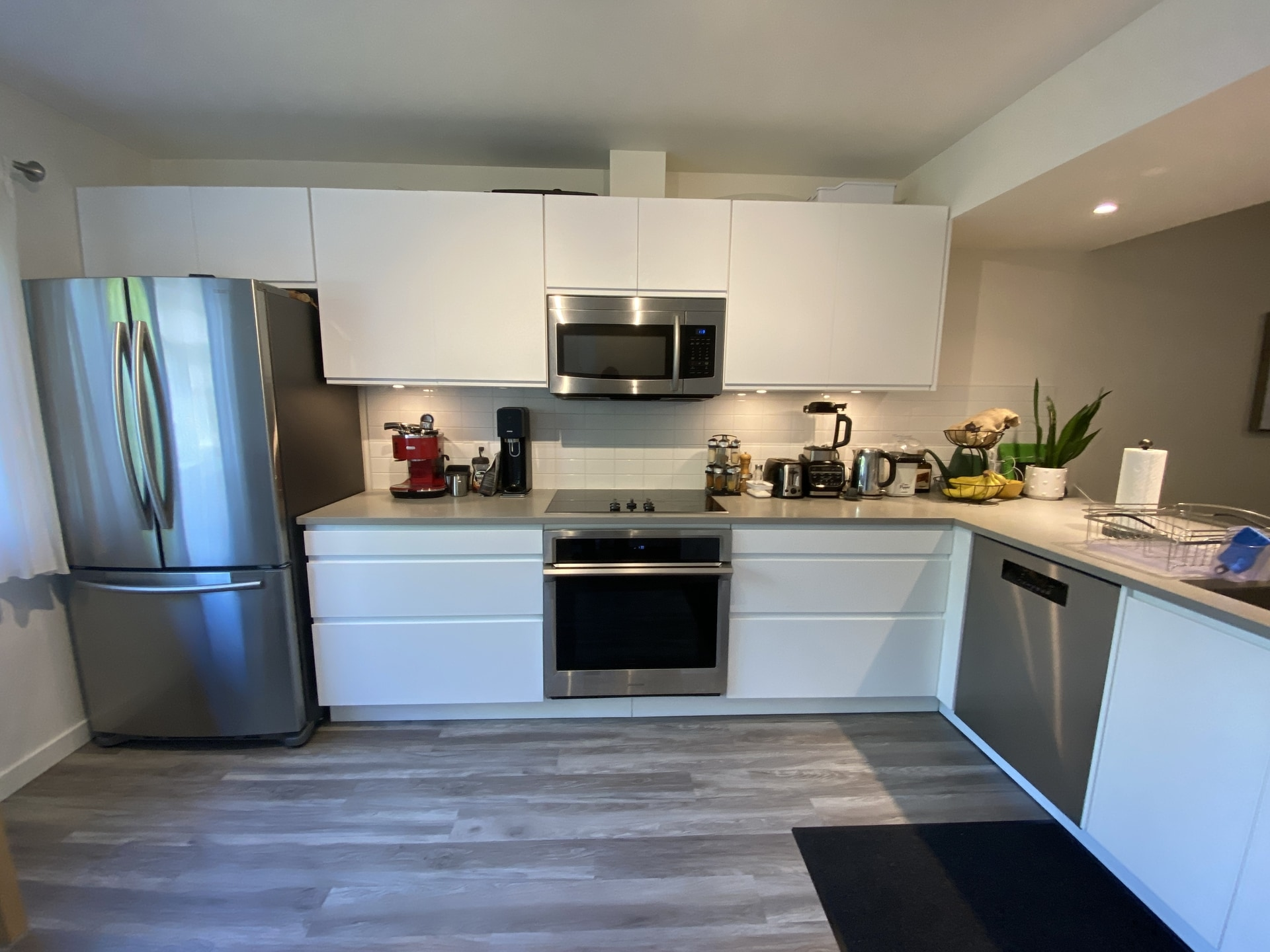 Fully Renovated Townhouse- Bonus Room Could Be 4th Bed!