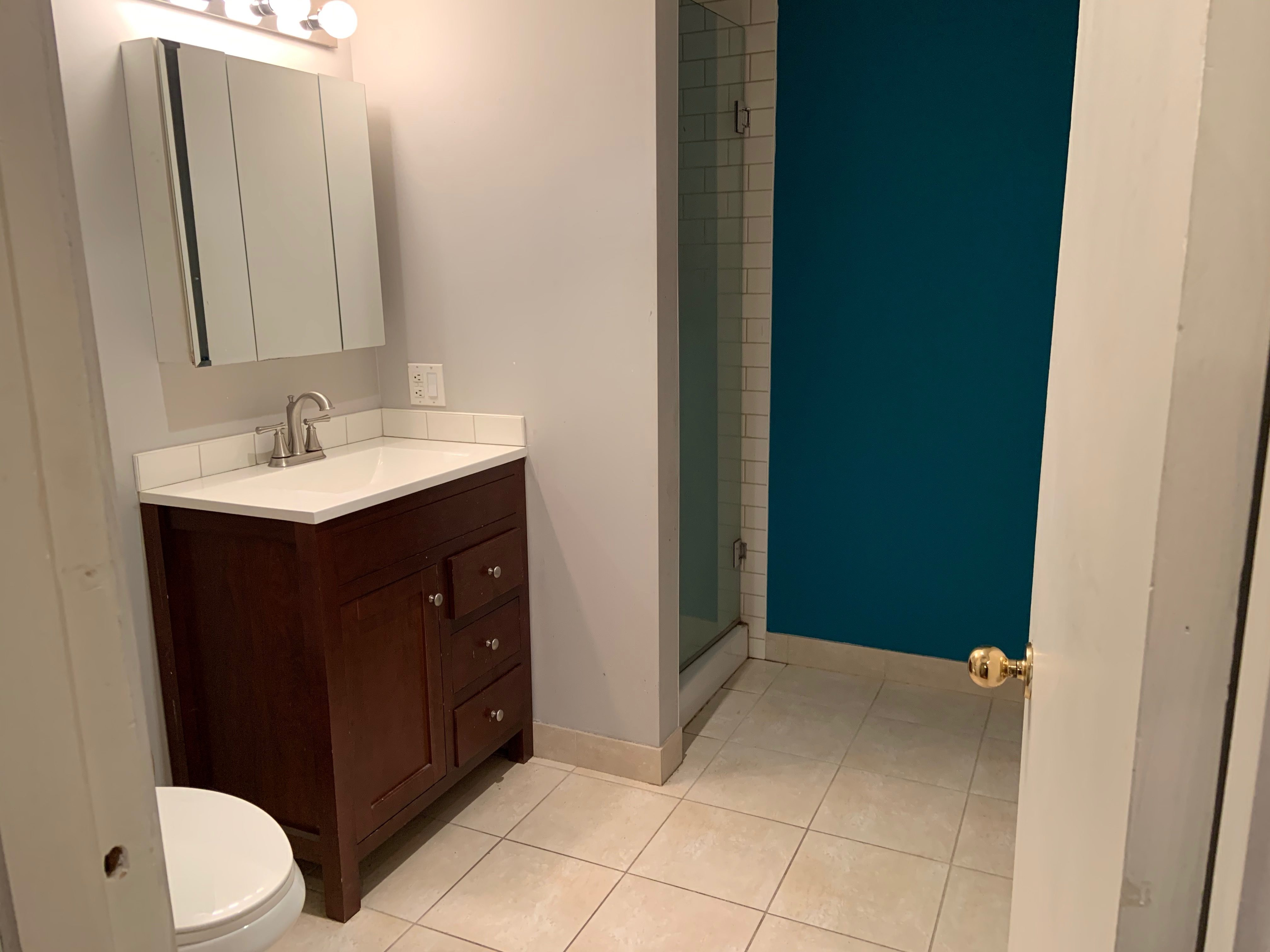 Adorable Lower Suite Next To Clark Park, Free Utilities