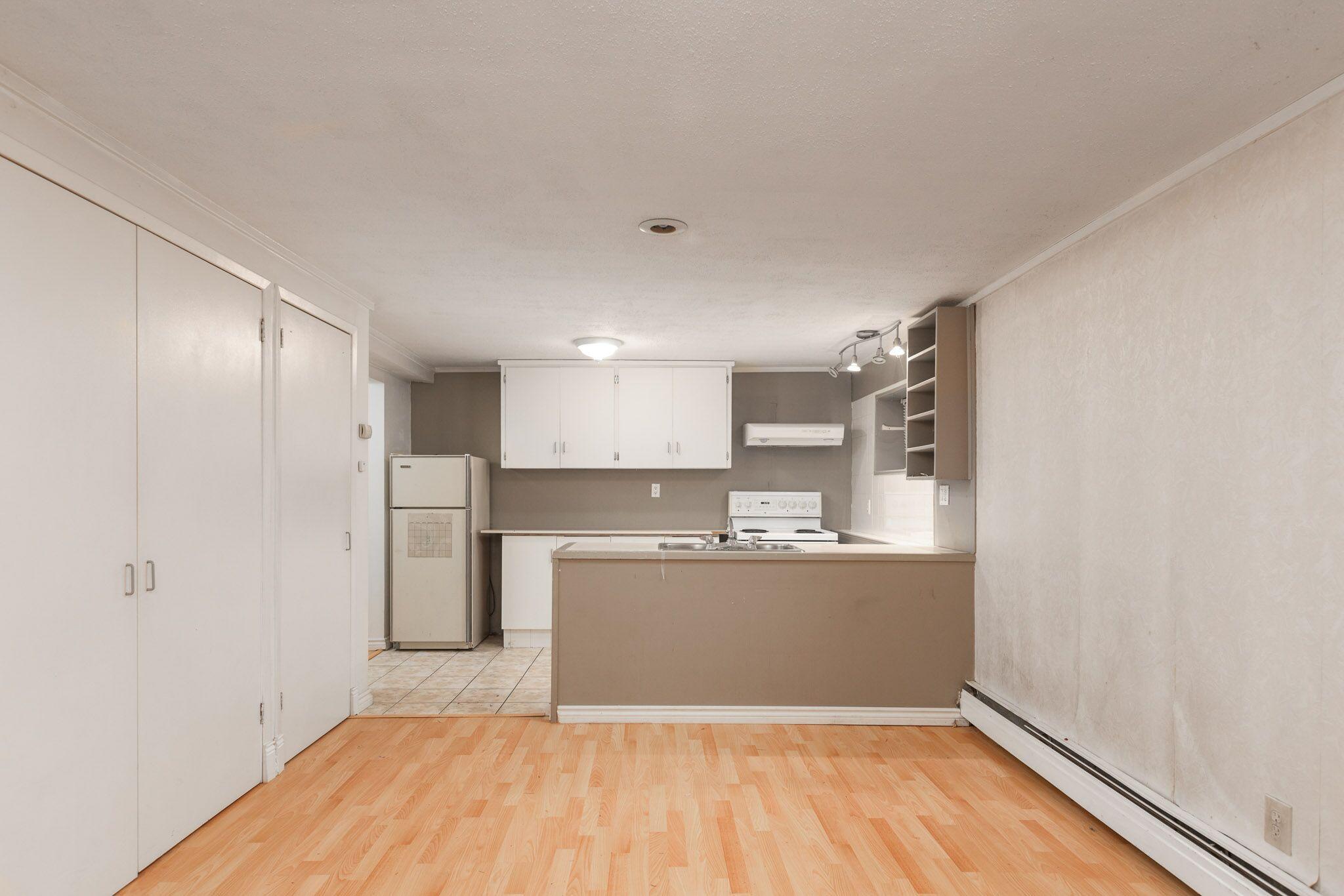 Clean & Cozy Lower Suite On Clark Park w/ Utilities!