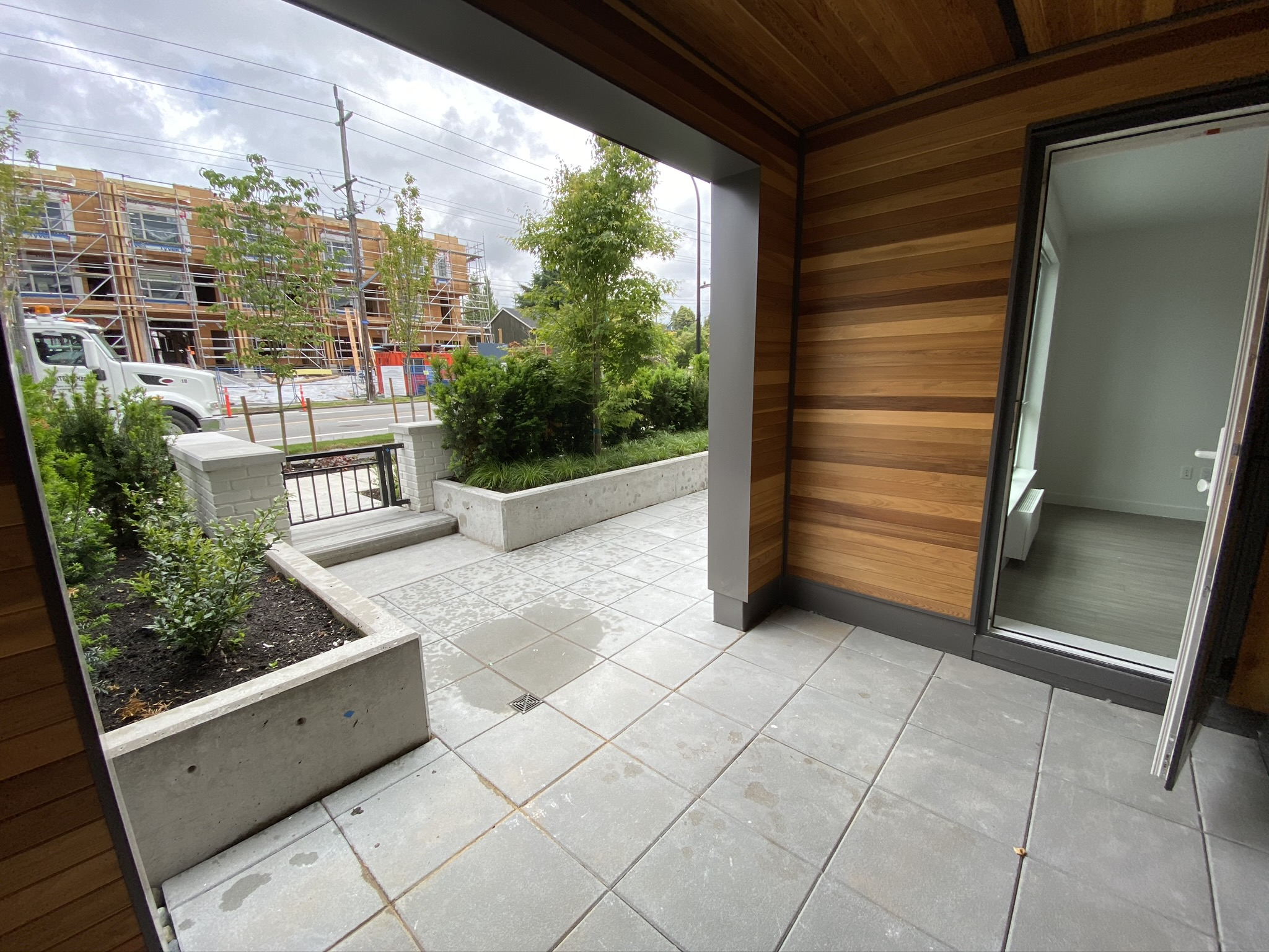 Brand New! 2 Bed+DEN, Townhouse Style!