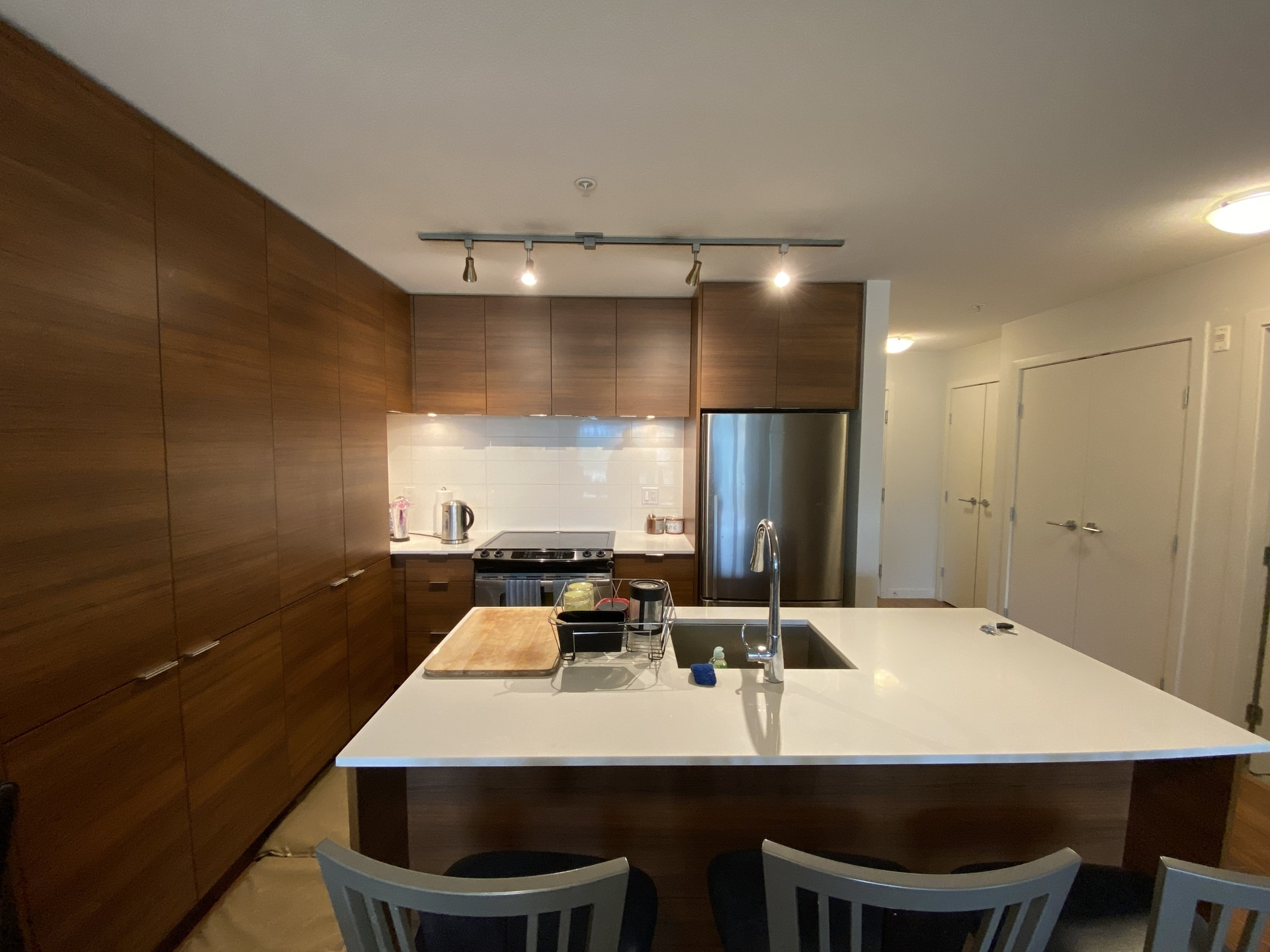 Modern Condo @ District Crossing! Gorgeous Kitchen!