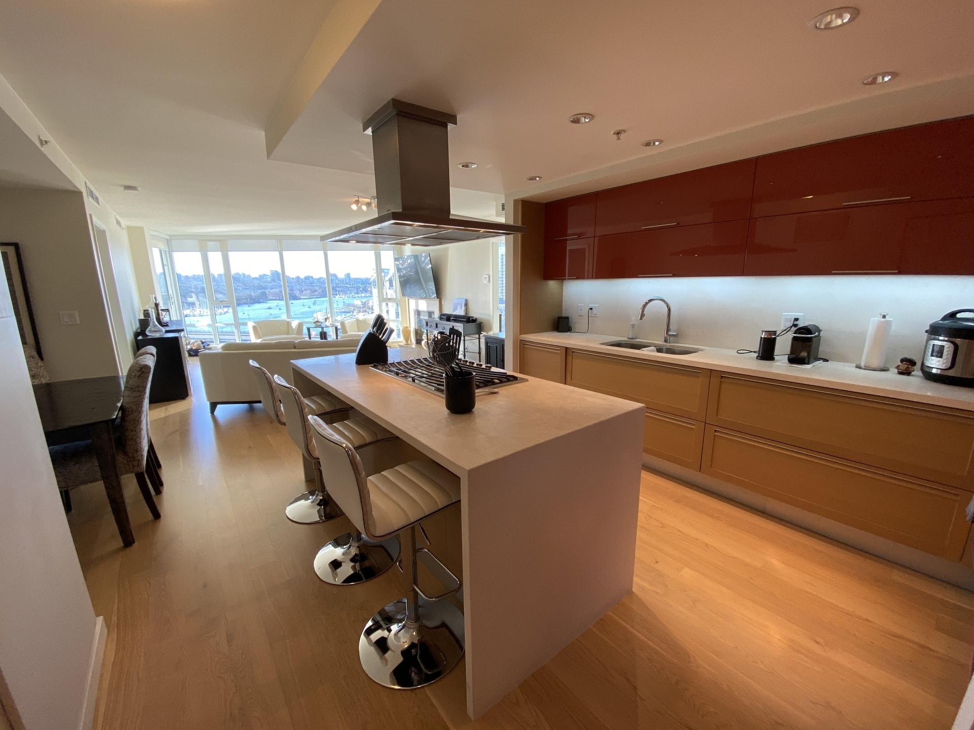 Lavish Waterfront Luxury! Private Garage + Air Con!